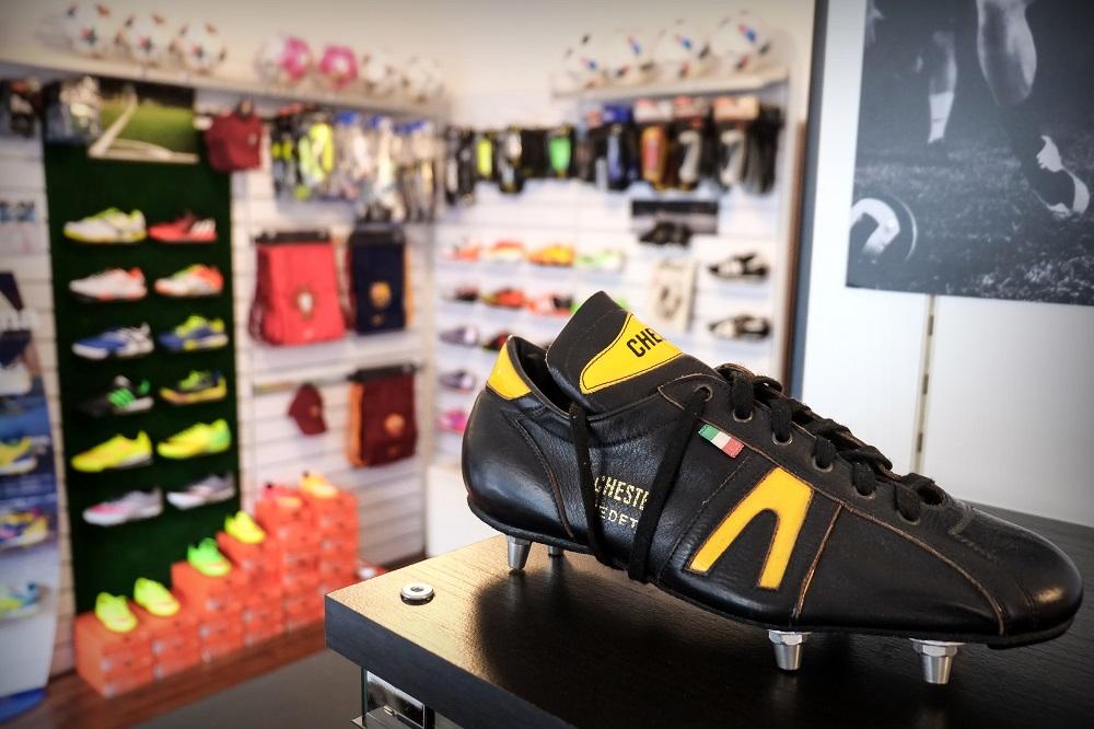 negozi di scarpe da calcio a milano