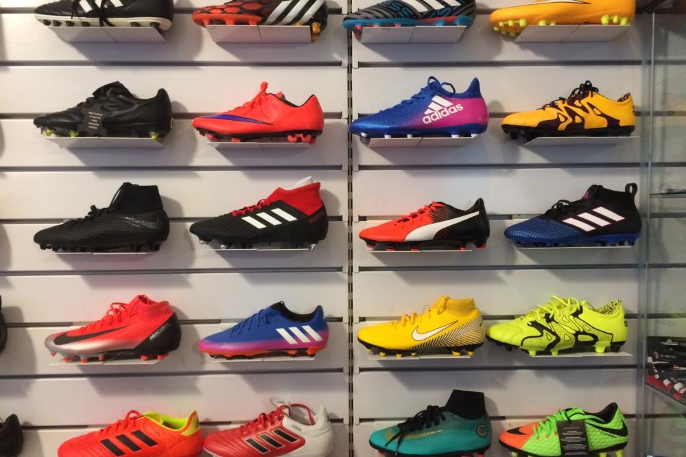 sports shoes 0a388 96ff1 Scarpe calcio - Negozio specializzato a Parabiago (Milano)